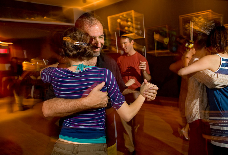 9/2/08 Cambridge, MA -- Steve Slavsky of Arlington dances at the milonga at the Lily Pad in Inman Square September 2, 2008.  Erik Jacobs for the Boston Globe