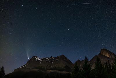 Comet NEOWISE and Ursa Major Over Mount Wilson (July 26, 2020)
