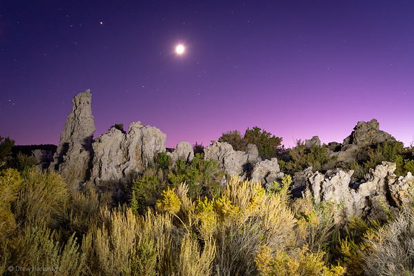 Moonset over Mono Lake Tufas 1