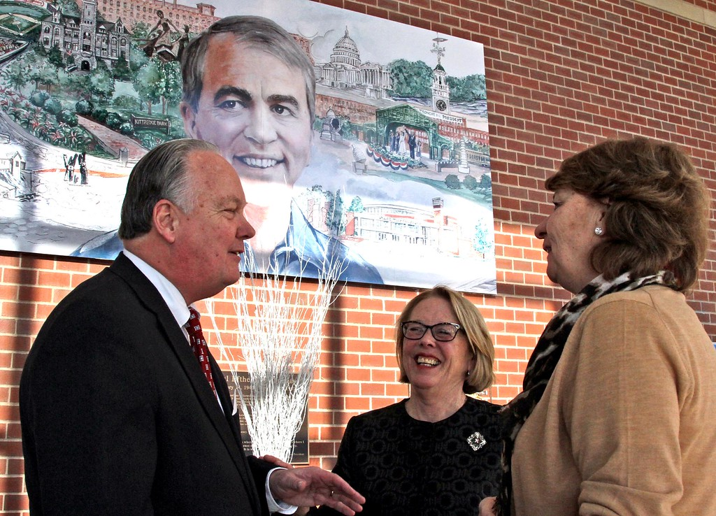 . Jimmy and Trish O\'Donnell chat with Niki Tsongas at her farewell party. SUN/ David H. Brow
