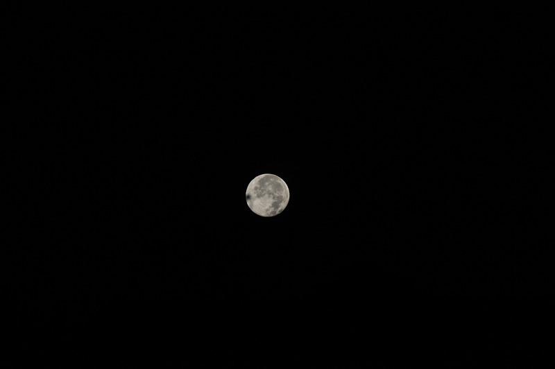 6:15AM Tamron 200mm shot of small full moon 11-22-10 MTR Spot SPD 1/500, AP F8, ISO 400