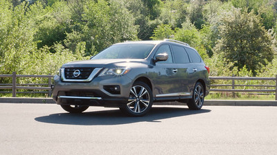 2017 Nissan Pathfinder Platinum AWD Parked Reel