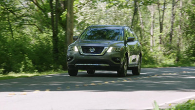 2017 Nissan Pathfinder Platinum AWD Driving Reel