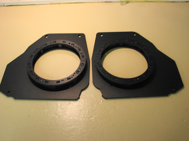 "Speaker adapter brackets   from  <a href=""http://www.car-speaker-adapters.com/items.php?id=SAK038""> Car-Speaker-Adapters.com</a>"