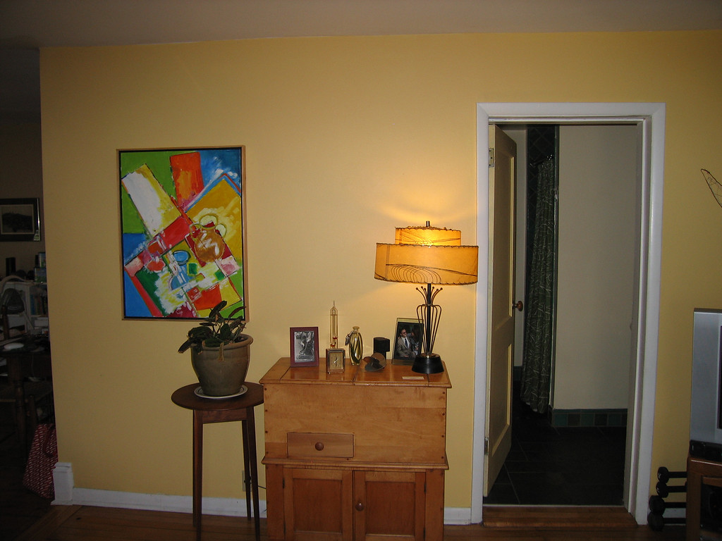 25 Yellow Room Single