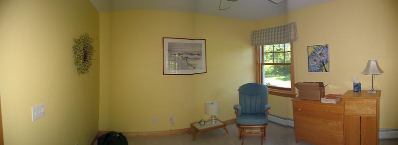33 Yellow Room Pan