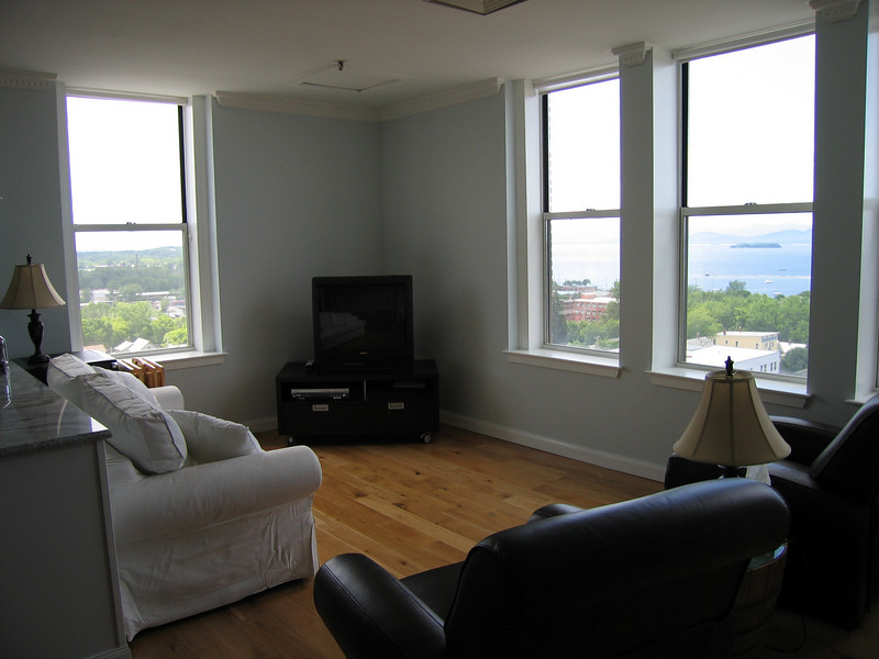 10 Living Room Corner with Windows LS