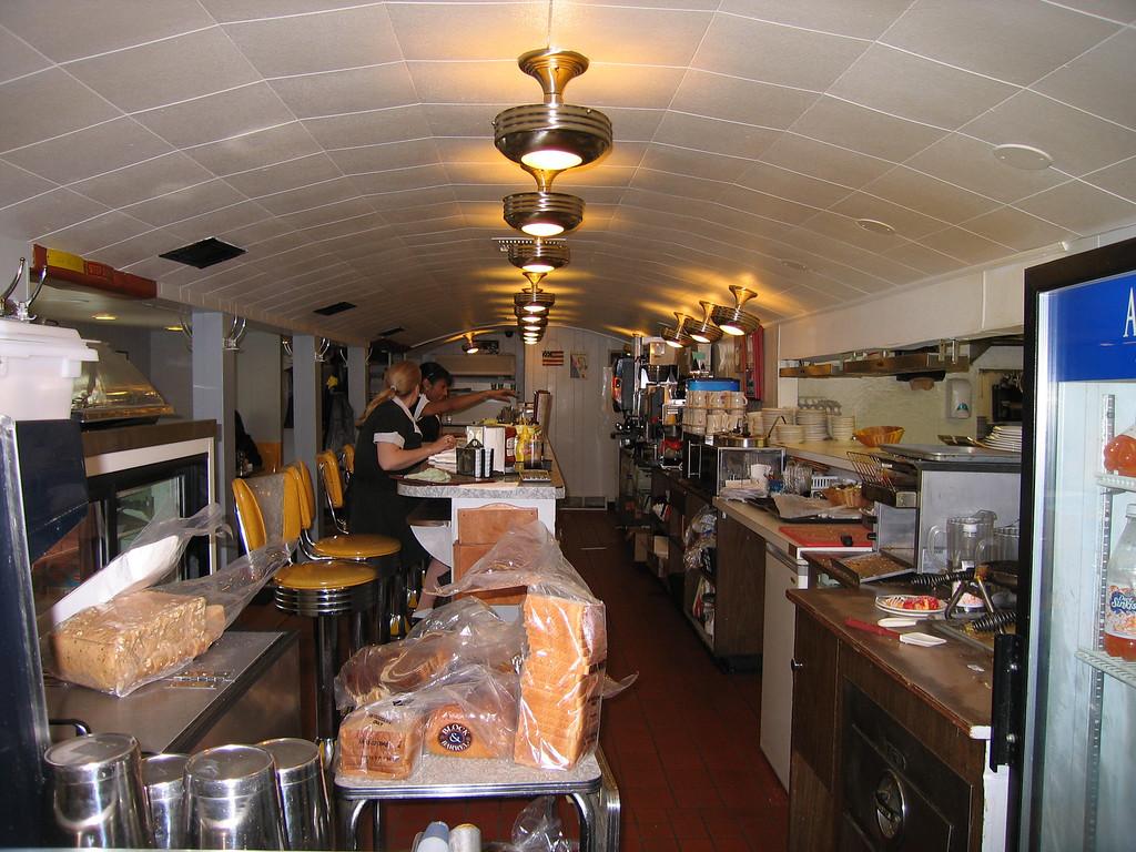 16 Henry's Diner, Counter Reverse