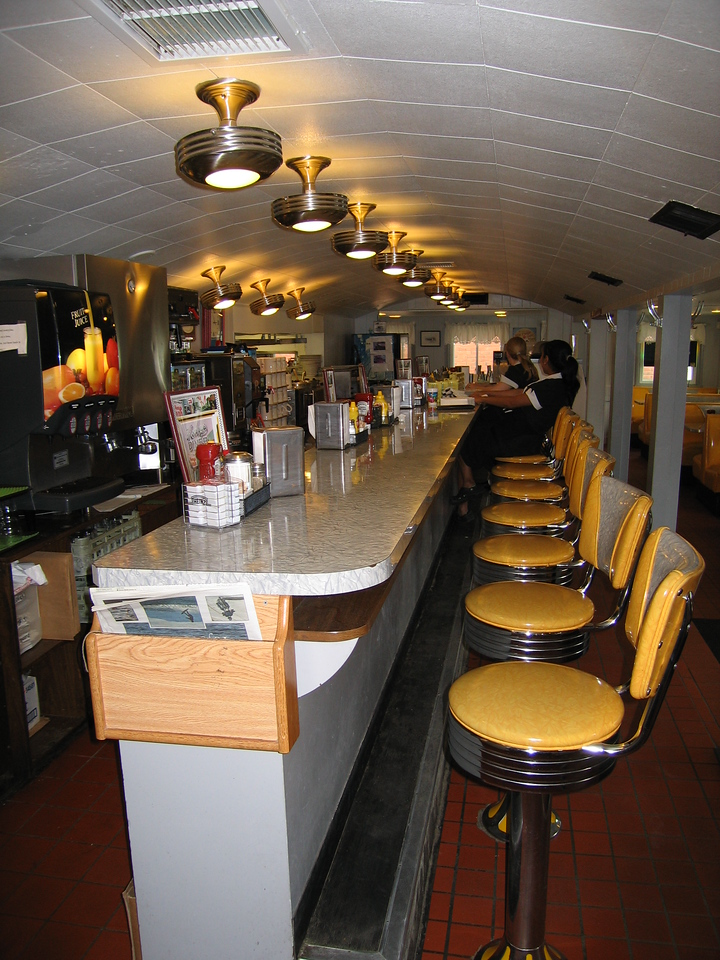 14 Henry's Diner, Counter