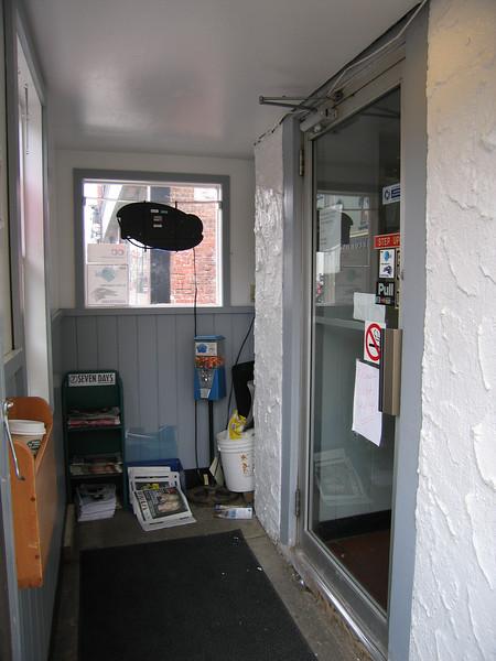 08 Henry's Diner, Entry Hall