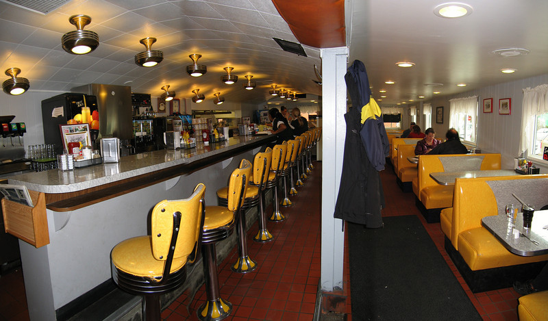 10 Henry's Diner, Dining Area Pan