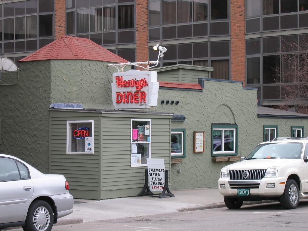 02 Henry's Diner, Exterior