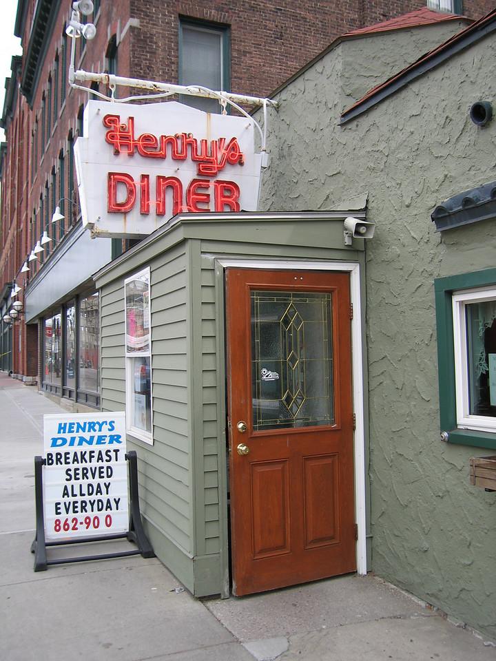 06 Henry's Diner, Entry