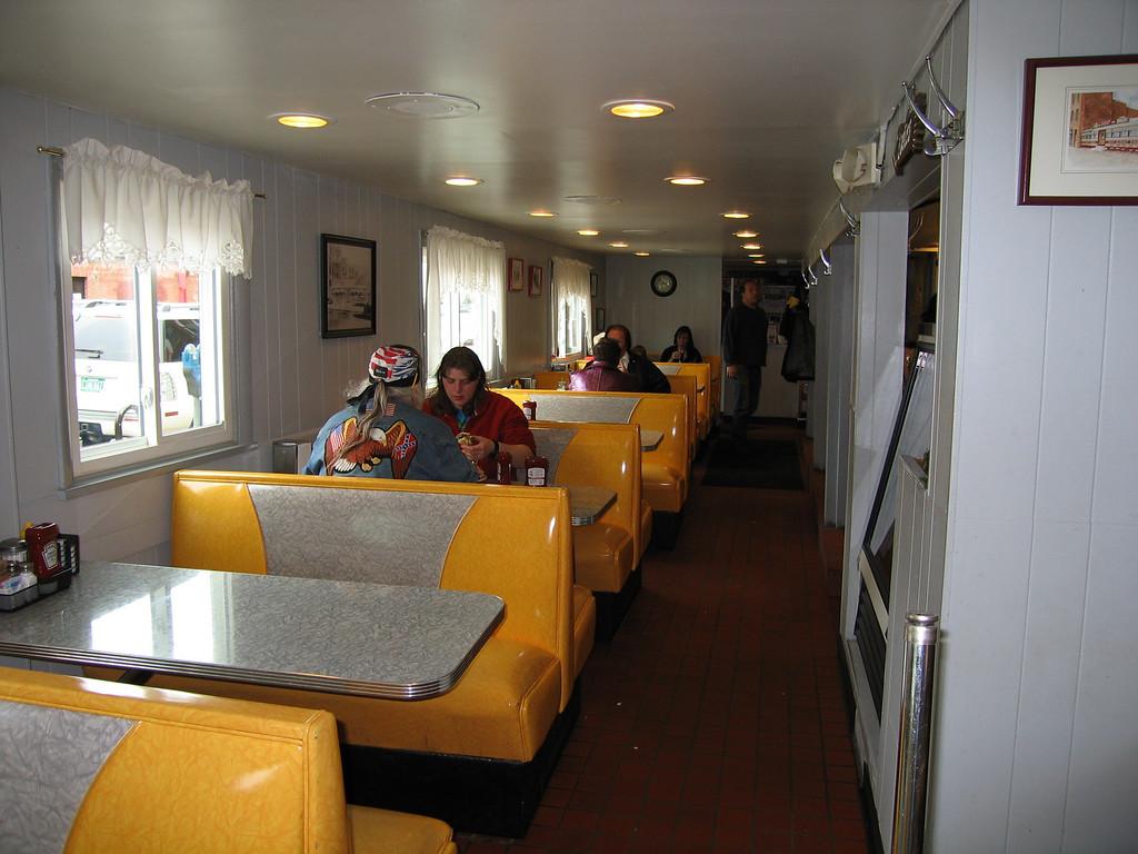 20 Henry's Diner, Booths