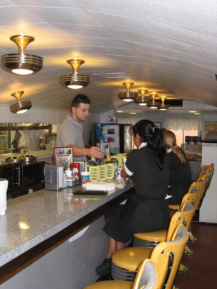 15 Henry's Diner, Counter MS