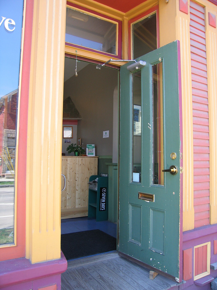 08 Nunyun's, Doorway