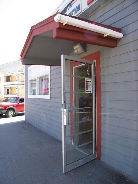 16 Burlington Beverage, Doorway with Glass