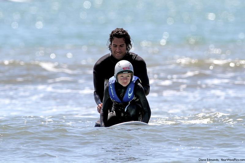 A8632 Rocky McKinnon helps Sergei Belles catch a wave