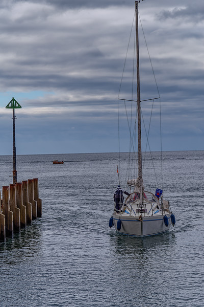 Unidentified boat heading back into Axmouth Harbour, 30th September 2018.