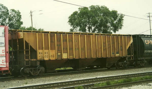 Ex Illinois Terminal PS4750 covered hopper, now NAHX490269, at Dolton IL, Sep 2000