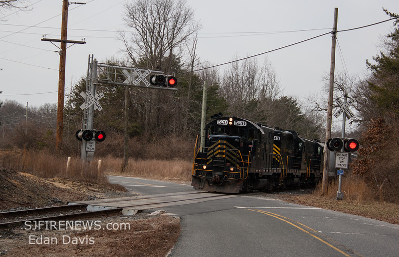 Winchester and Western 520, 445, 475 crossing Ackley Rd  Downe Twp NJ, 02-14-2018, (C) Edan Davis Photography  (1)