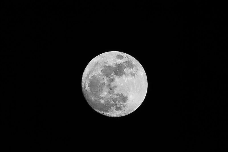 4th Mar 2015  The moon at Seaford