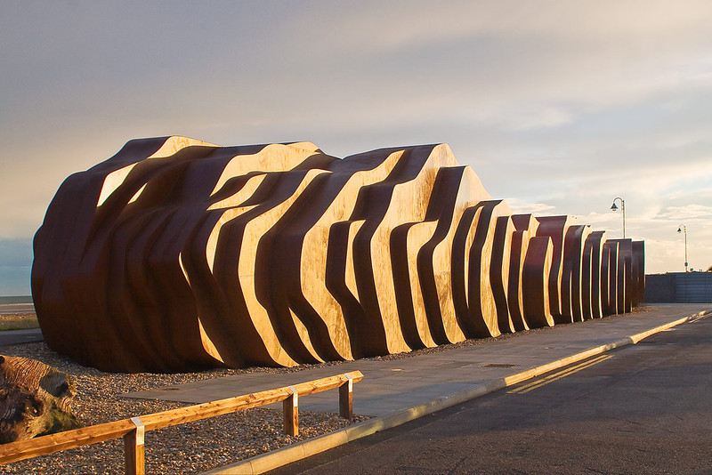4th Jul 07:  The recently opened and much praised cafe at Littlehampton.  Made of steel it is designed to look like a piece of drift wood !!