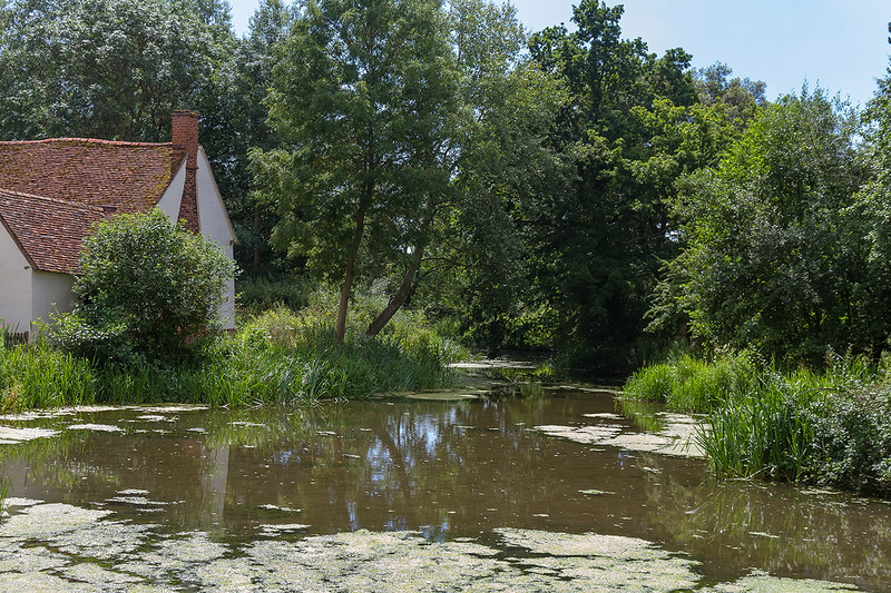 16th Jul 14:  The location of Constables' famous picure 'The Hay Wain' although he did alter the angle of Willie Lotts cottage somewhat.  Real artistic license !