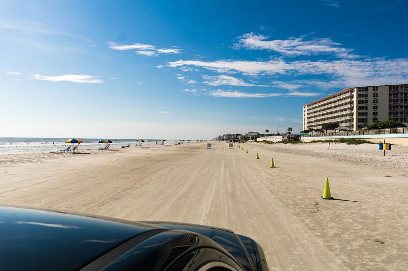 Das Auto darf auf den Strand - Daytona Beach, FL - USA