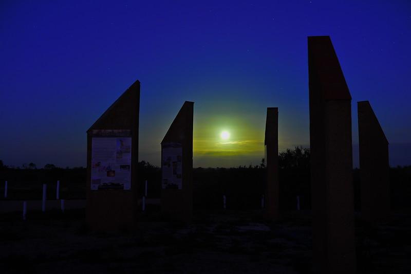 Full moon rises over Renmark