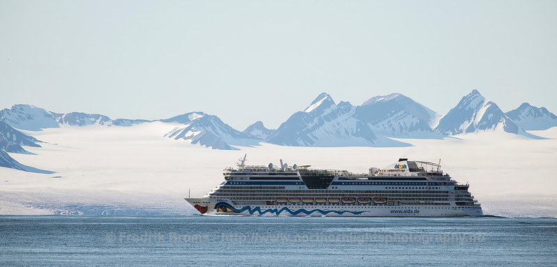 Cruise Tourism in Svalbard, Isfjorden