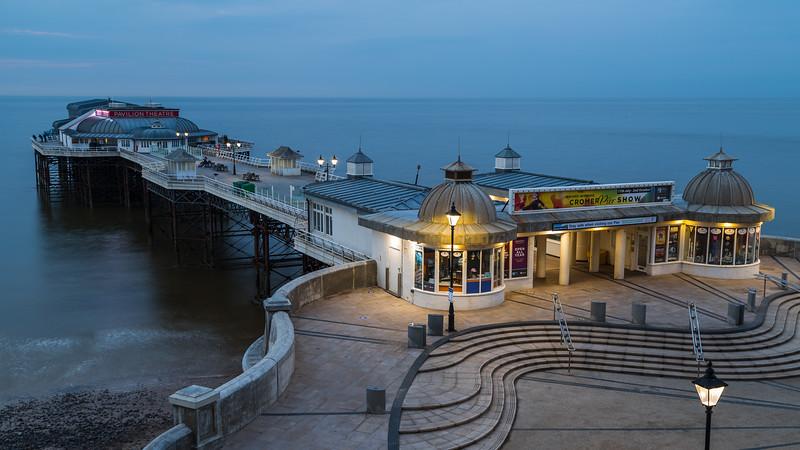 Day turns to night at Cromer pier