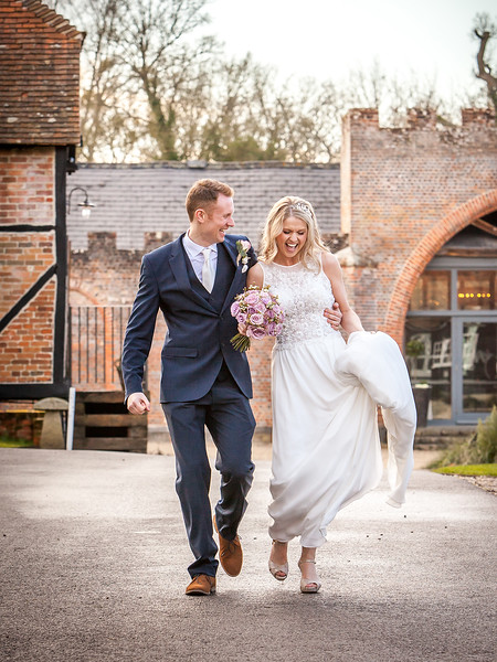 bride-groom-wasing-park-happy-walking