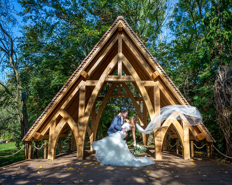 bride-groom-rivervale-barn-spinney