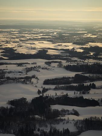 Ullensaker sett fra lufta, på vei inn mot Gardermoen. Foto: Geir