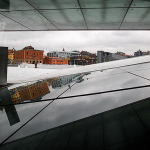 The Neighbourhood. The lesser neighbours to the Oslo Opera House, Cube version. ********** Operahusets naboer. De mindre prangende naboene til Operahuset, Kubeversjon. (Foto: Geir)