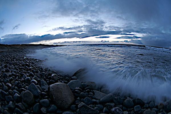 Vann treffer land. Water hitting stony ground. (Foto: Geir)