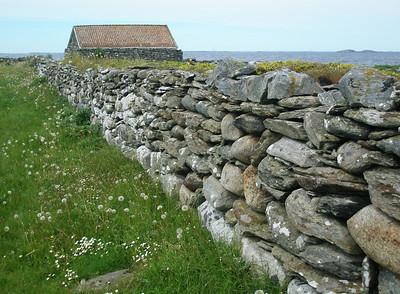 Båthus og steingard ved Gardsenden (Foto: Ståle)