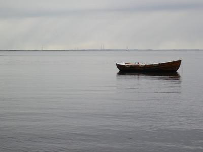 Robåt og regn over Kvitsøy (Foto: Ståle)