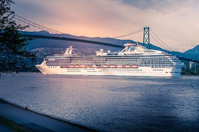 Cruise ship-Lions Gate Bridge-
