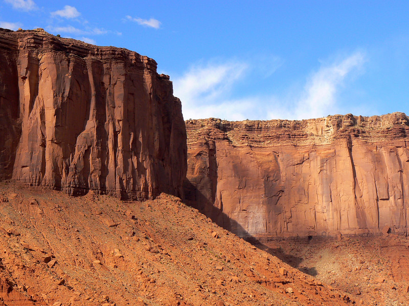 Red buttes and mesas of Monument Valley