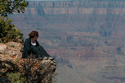 Woman watching the Grand Canyon from a cliff - Arizona, USA