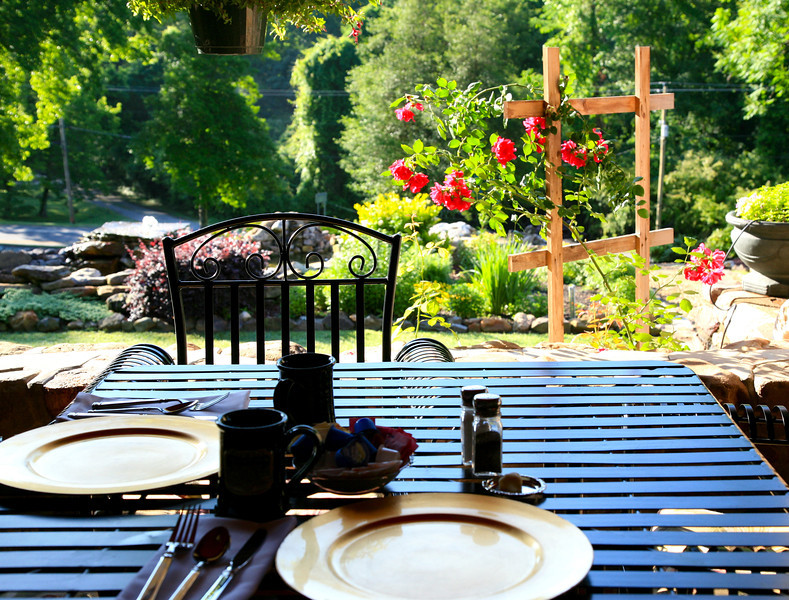 Breakfast with a garden view at Hilltop Manor Bed & Breakfast
