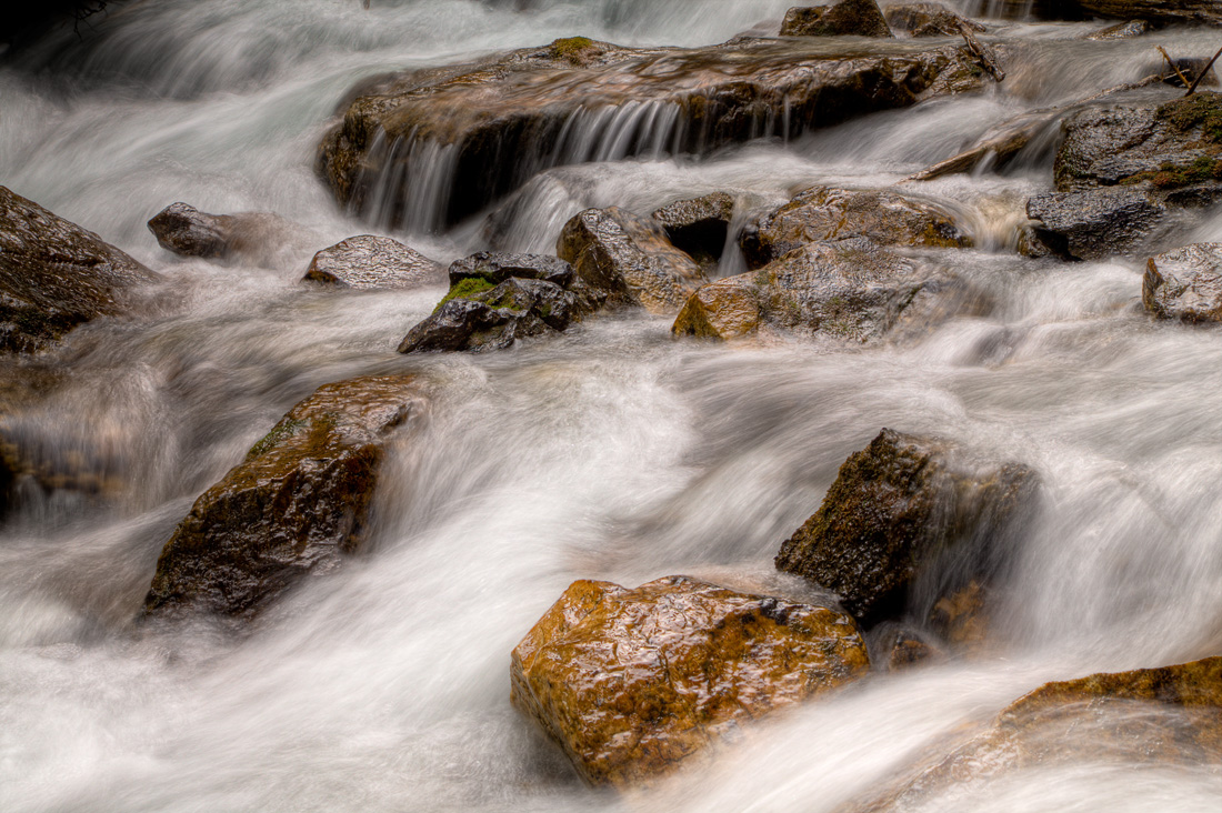 Stream on way to Consolation Lake (99611317)