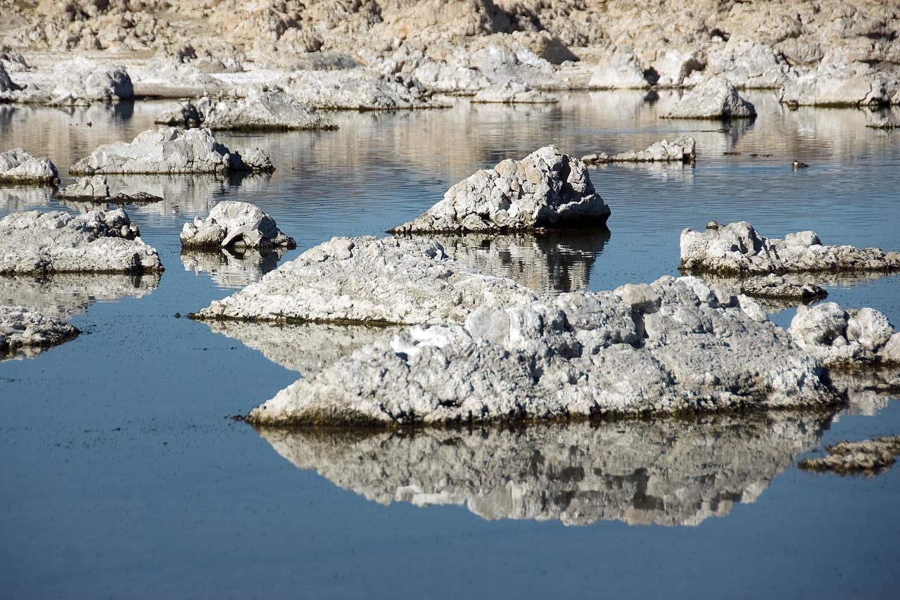 Tufa rock formation in Mono Lake, California