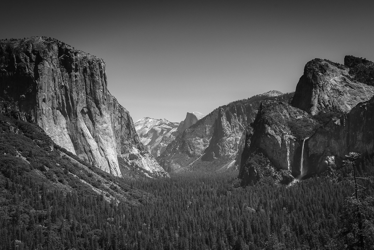 Panorama of Yosemite Valley from Tunnel View
