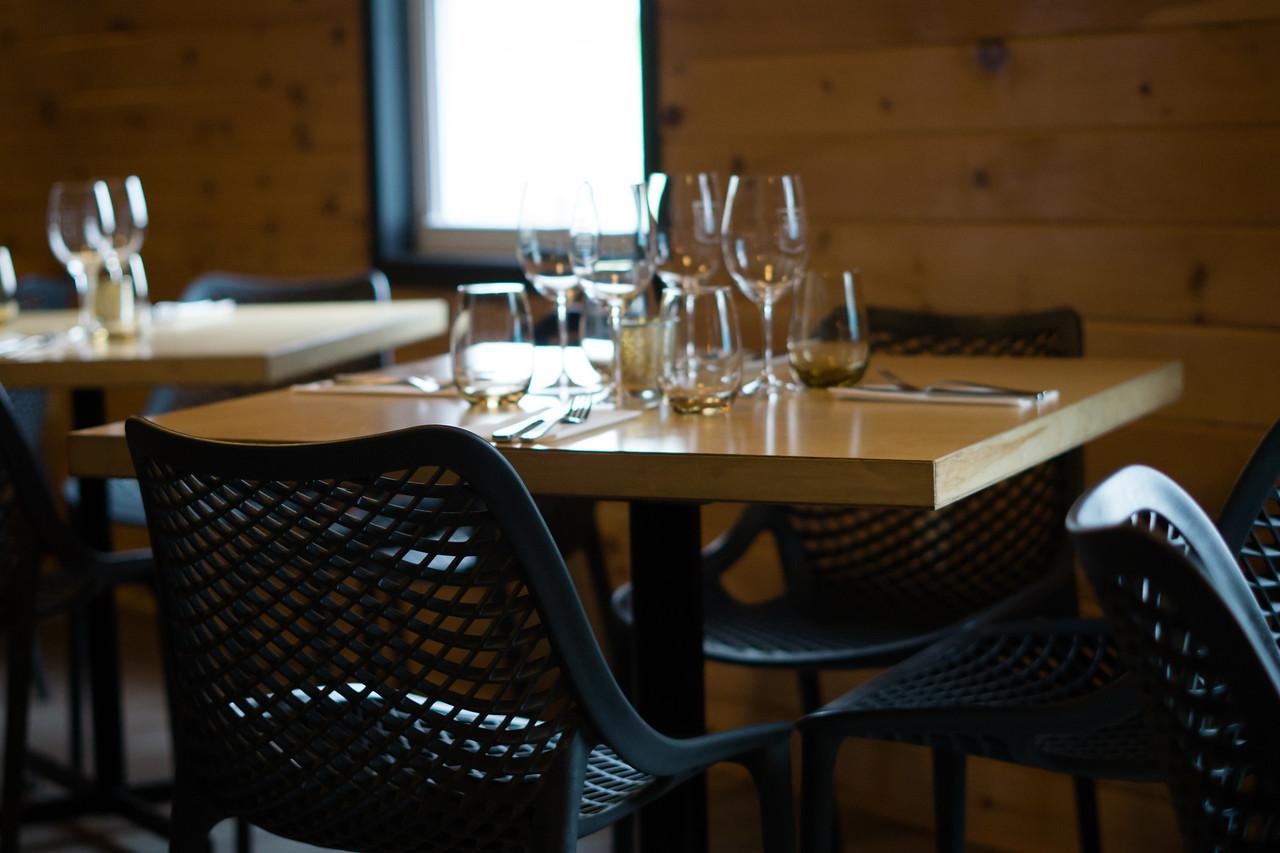 Dining at Quai 360 ©Pamela MacNaughtan