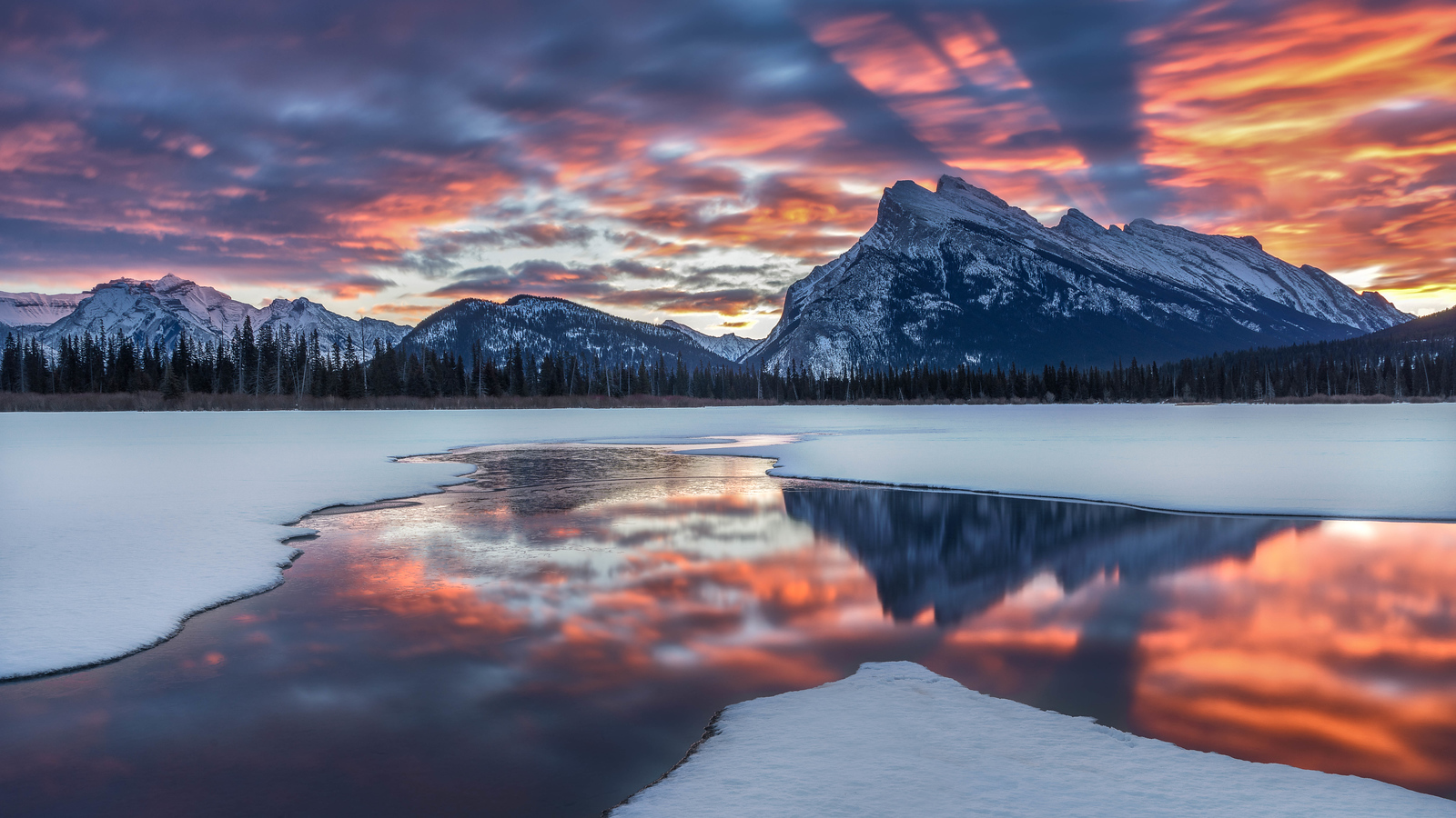 Sunrise over Mount Rundle in Banff National Park, Alberta