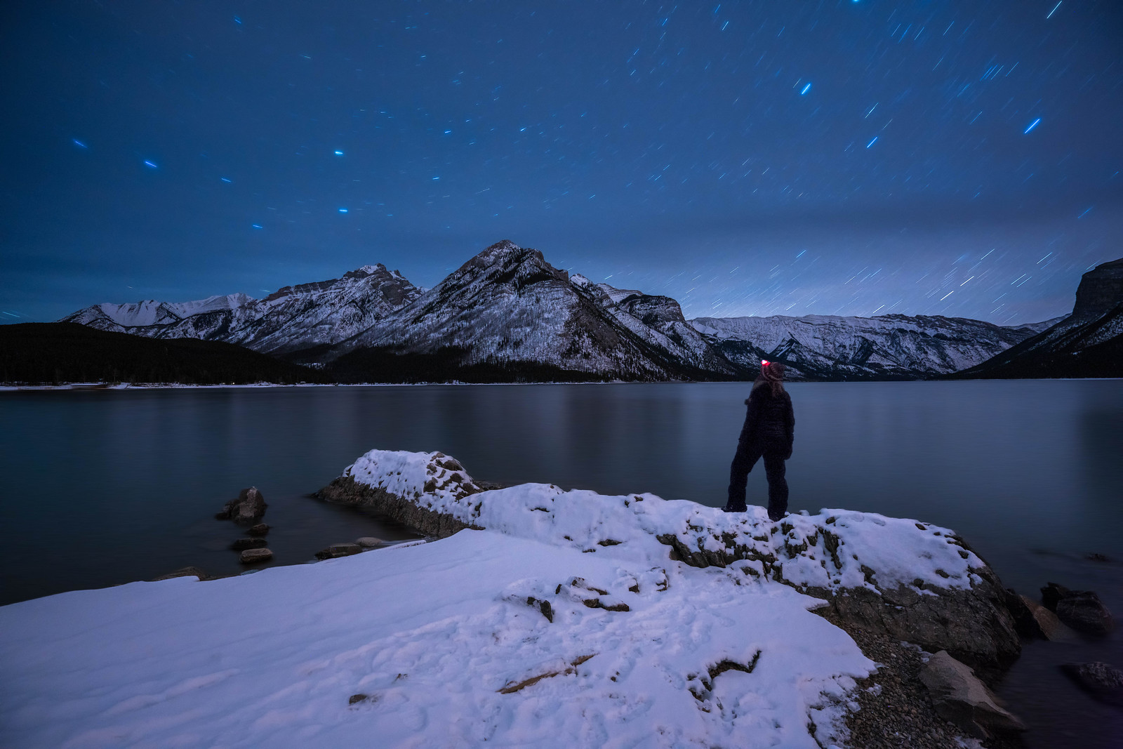 Stargazing on Lake Minnewanka in Banff National Park in Canada