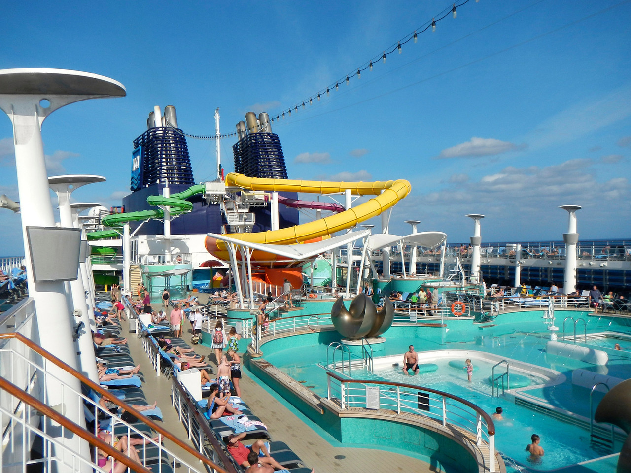 The main swimmingpool and waterslides on Norwegian Epic